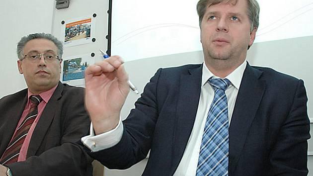 Bývalý středočeský hejtman Petr Bendl (vpravo).