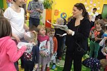 Z návštěvy muzikálové zpěvačky Magdy Malé v Mateřské škole 17. listopadu v Kutné Hoře.