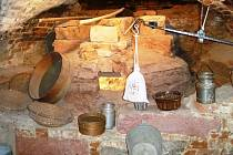 Objev středověké pekárny na zámku Komorní Hrádek byl překvapením.