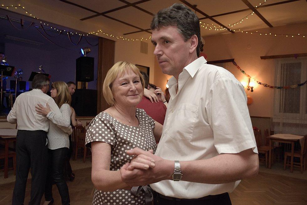 Vlastějovice pořádaly obecní ples.