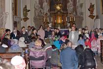 Z předvánočního setkání Srdcem spolu v kostele sv. Aloise v Uhlířských Janovicích.