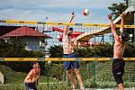 Beachvolejbalové open tréninky se na kutnohorské plovárně konají každou prázdninovou středu.
