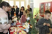 Adventní jarmark na Základní škole v ulici Na Karlově v Benešově.