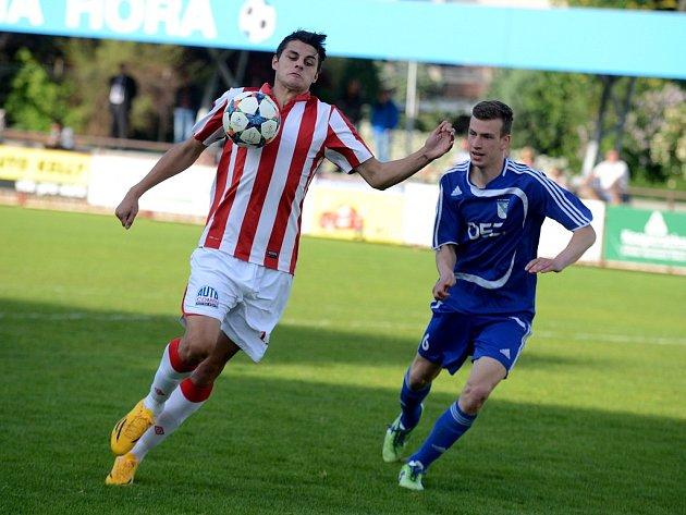 Milan Antoš (vlevo) rozhodl zápas Sparty s Letohradem.