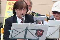 V rámci 51. Kmochova Kolína vystoupily na Palackého náměstí dva špičkové dechové orchestry a mažoretky.