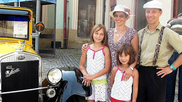 Rodina Novákových a jejich Škoda Tudor z roku 1931
