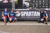 Spartani z Olympia Spartan Training KH (zleva Martina Pavlíková, Michal Pavlík a Jakub Vrbenský) na MS v řecké Spartě