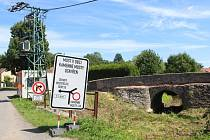 Historický most v obci Kamenné Mosty je nyní kompletně uzavřen.