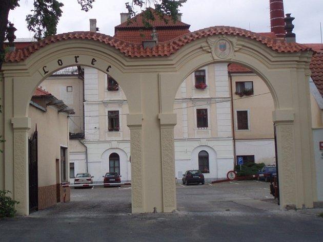 Vstupní brána kutnohorského pivovaru.