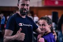 Na Mistrovství republiky v kickboxu získala Natálie Sochová jedna zlato a jedno stříbro, Sebastien Macháček získal třetí titul mistra republiky.