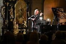 Mezinárodní hudební festival Kutná Hora 2021: ze zahajovacího koncertu v chrámu svaté Barbory v Kutné Hoře. Na snímku houslista Pavel Šporcl.