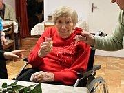 Marie Koudelová v roce 2016, kdy slavila 102. narozeniny.