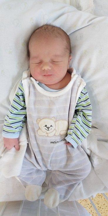 Tomáš Marek se narodil 30. března 2020 v 8.20 hodin v čáslavské porodnici. Pyšnil se porodními mírami 4110 gramů a 52 centimetrů. Doma v Paběnicích ho přivítali maminka Dominika, tatínek Stanislav, pětiletá sestřička Maruška a čtyřletá sestřička Monča.