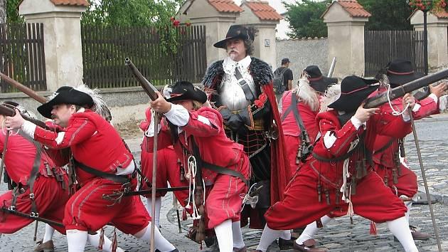Historická skupina Magna Moravia vystoupila při oslavách 750. výročí od založení města Čáslav. Josef Langr vystupuje v roli velitele gardistů.