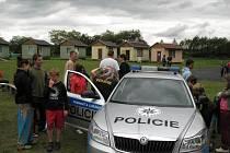 Policisté navštívili děti na letních táborech.