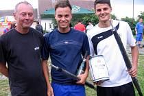 Z nohejbalového turnaje dvojic na plácku za hostincem U Petříků v Malíně - 1. místo: Martinek, Antoš.