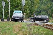 Nehoda osobního automobilu a motorového vlaku na přejezdu ve Zruči nad Sázavou.
