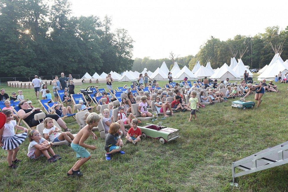 Předvečer 7. ročníku bejbypankového festivalu Kefír.