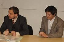 Obžalovaný bývalý voják z povolání Jan Rubič (vpravo) v kutnohorské soudní síni se svým obhájcem Petrem Řehákem.