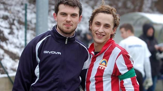 Milan Vácha (vpravo) se svým bývalým spoluhráčem z Velimi.