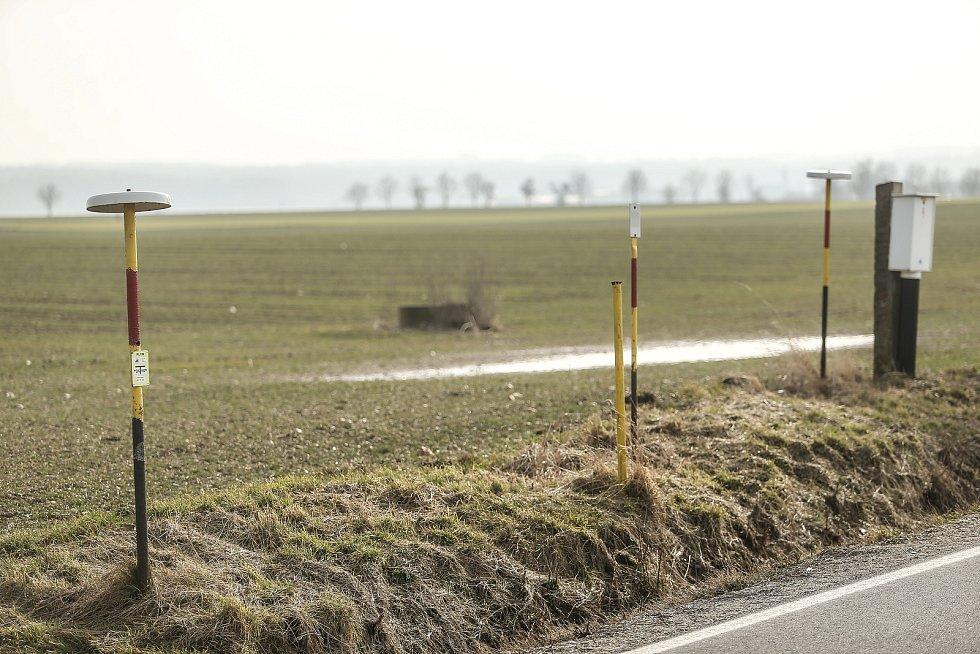 Kudy by měla vést vysokorychlostní trať? Okolím Paběnic a Újezdce.