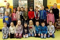 Prvňáčci ze Základní školy v Potěhách s třídní učitelkou Hanou Štainerovou ve školním roce 2019/2020.