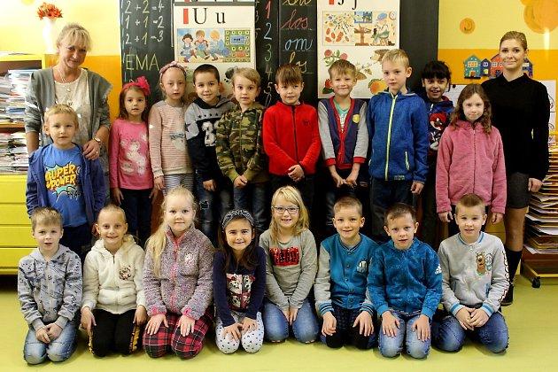 Prvňáčci ze Základní školy vPotěhách střídní učitelkou Hanou Štainerovou ve školním roce 2019/2020.