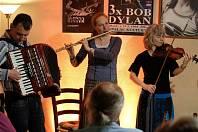 """Skupina """"Jauvajs"""", která zahrála v Blues Café."""