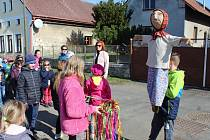 Děti vítaly jaro v Bílém Podolí.