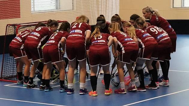 Kutnohorské florbalistky při domácí premiéře ve sportovní hale Klimeška vybojovaly tři body za vítězství 2:0 nad rezervou Vinohrad.