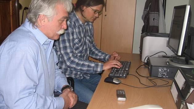 Poslanec Milan Urban při on-line rozhovoru v redakci Kutnohorského deníku.