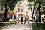 Domu dětí a mládeže zorganizoval soutěže na Čáslavském jarmarku na náměstí v roce 2000.