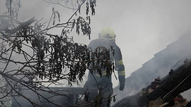Požár stodoly v Suchdole.