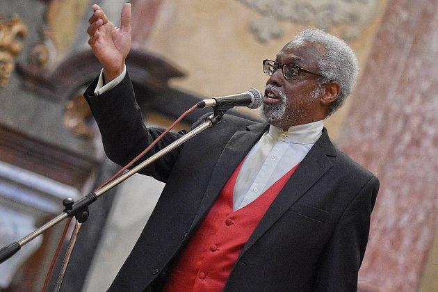 Vrámci Noci kostelů vystoupil  americký zpěvák Lee Andrew Davison.