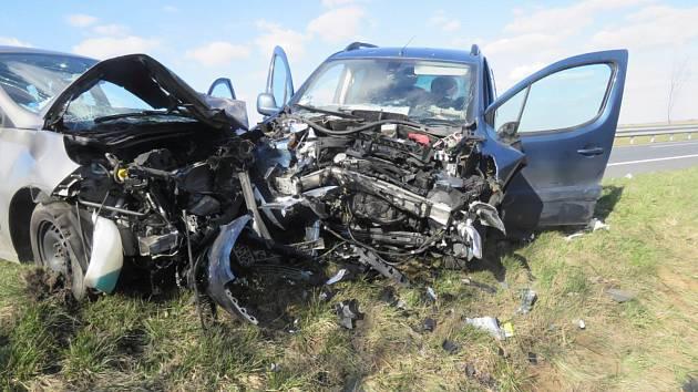 Dopravní nehoda tří osobních automobilů na obchvatu Čáslavi.