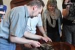 Pozlacená makovice z věže sv. Jakuba ukrývala památky na předchozí rekonstrukce