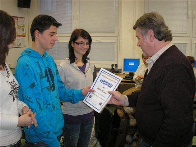 První počítačový kurz pro seniory se uskutečnil ve Zruči nad Sázavou.