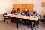 Volební komise v Močovicích.