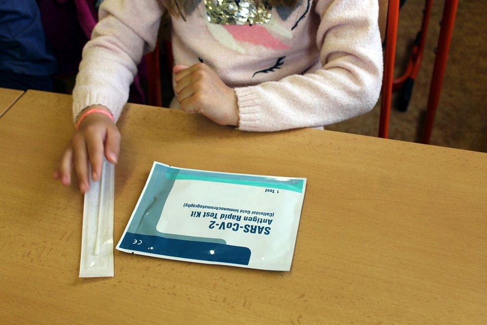 Z návratu dětí do Základní školy Žižkov v Kutné Hoře po skončení nouzového stavu.