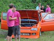 Upravené vozy se sjíždějí do Kutné Hory, začal Nameless tuning sraz