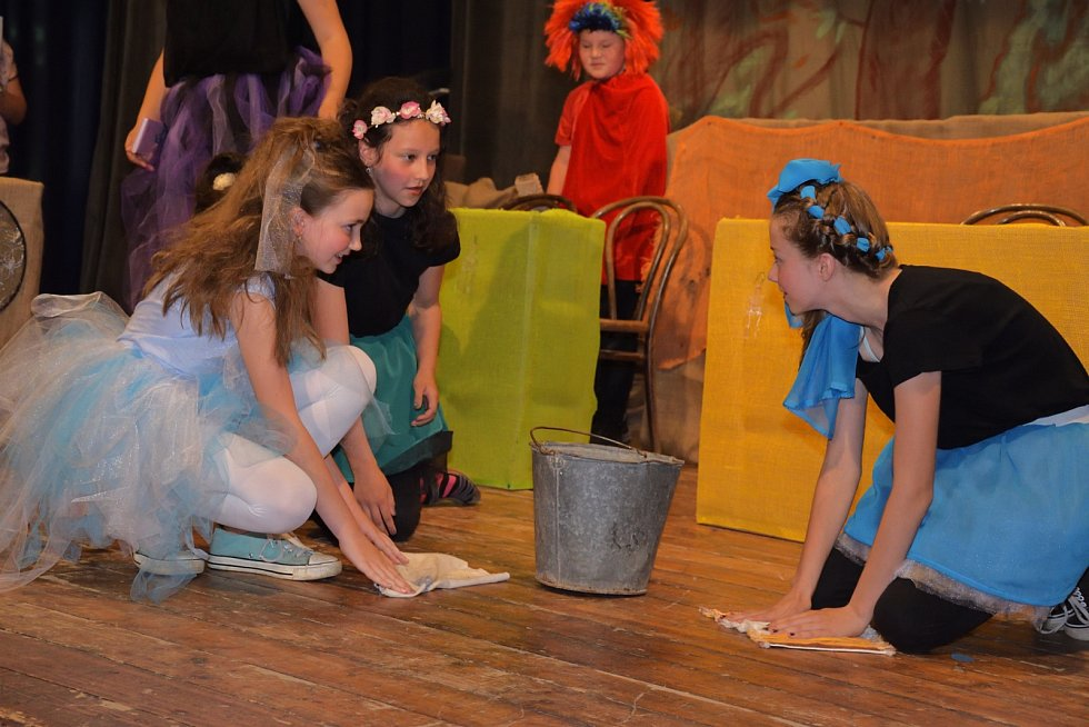 Děti zahrály divadlo ke Dni matek