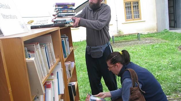 Burza knih probíhá u kutnohorské knihovny až do čtvrtka 26. září