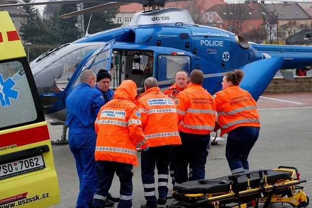 Žena utrpěla vážné zranění po střetu s autobusem v Kutné Hoře.