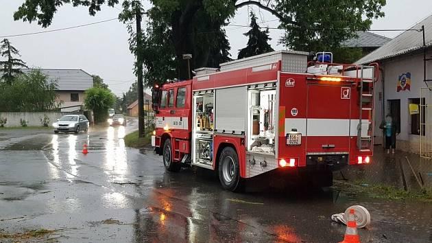 Výjezdy hasičů k záplavám po bouřkách v pátek 14. srpna 2020