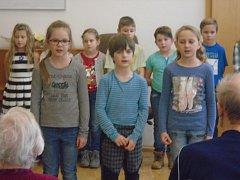 Žáci z kutnohorské Masaryčky potěšili vystoupením starší spoluobčany.