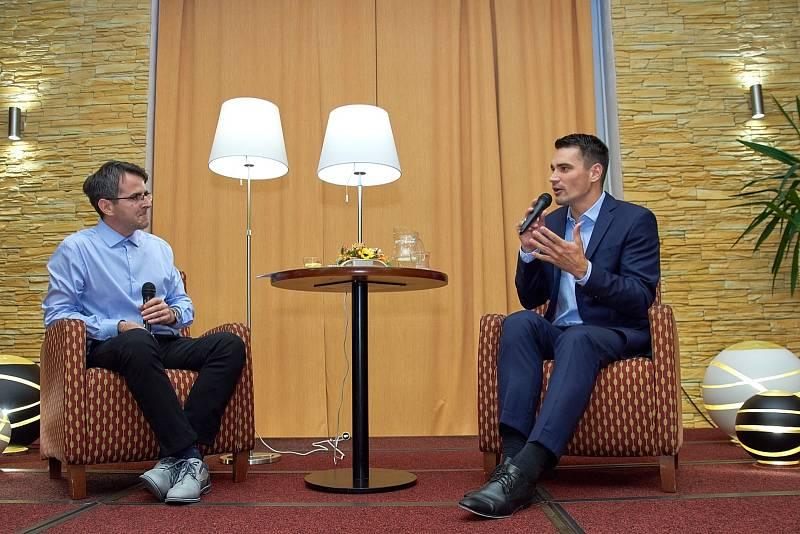 Z besedy s vědeckým redaktorem České televize Danielem Stachem v rámci cyklu Křeslo pro hosta ve Zruči nad Sázavou.
