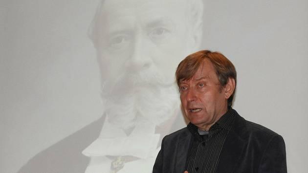 Z přednášky Jana Luštince na Nové scéně Dusíkova divadla v Čáslavi o hraběti Harrachovi.