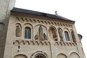 Historické zvony byly osazeny zpět do věže románského kostela v Jakubu