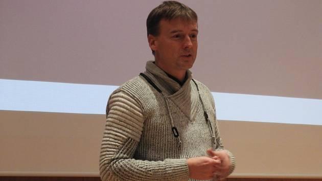 Přednáška historika Jana Kiliána na Nové scéně Dusíkova divadla v Čáslavi připomněla generála Martina Maxmiliána z Golče.