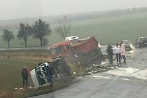 Nehoda blokuje silnici ve směru na Křesetice.